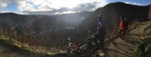 3 Mountainbike-Teams unterstützen UNSER* Projekt